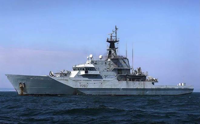 7 chiến hạm Nga bị Hải quân Anh bám đuôi, báo Nga mỉa mai: Họ điều con tàu gỉ sét theo dõi chúng tôi