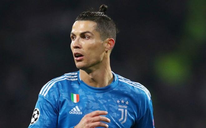 """Ronaldo đồng ý giảm gần 100 tỷ đồng """"giải cứu"""" CLB thời Covid-19"""
