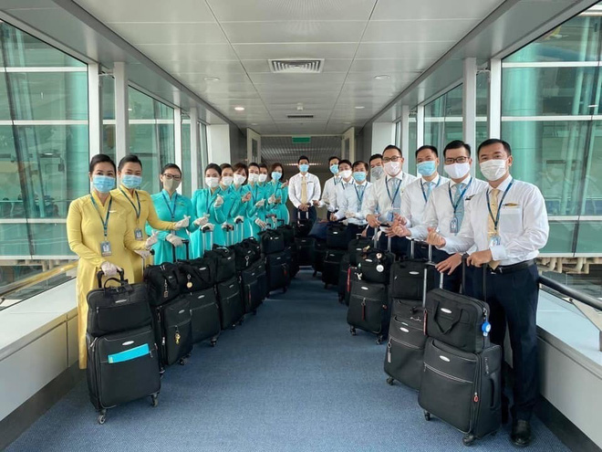 Hình ảnh đầu tiên về chuyến bay do tỷ phú Phạm Nhật Vượng tài trợ đón người Việt từ Ukraine giữa đại dịch Covid-19 - Ảnh 2.