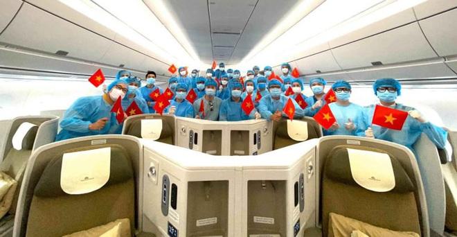 Hình ảnh đầu tiên về chuyến bay do tỷ phú Phạm Nhật Vượng tài trợ đón người Việt từ Ukraine giữa đại dịch Covid-19 - Ảnh 3.