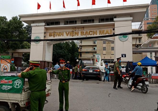 Thêm 9 ca bệnh, tổng số 188 ca, có 1 phóng viên và 2 bệnh nhân liên quan BV Bạch Mai; Bệnh viện Xanh-pôn cách ly 1 khoa vì BN 175 đến thăm con - Ảnh 1.