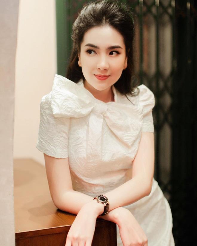 MC Mai Ngọc bị chỉ trích vì biểu cảm tươi cười khi báo tin nhạc sĩ Phong Nhã qua đời trên sóng truyền hình và sự tranh cãi của dân mạng - Ảnh 3.