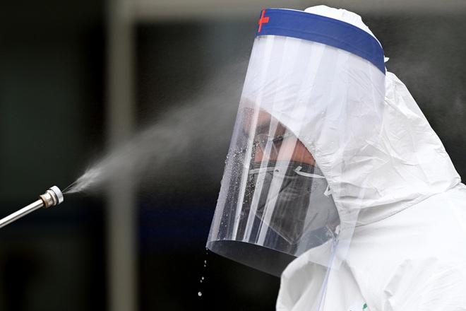 [ẢNH] Phun khử trùng toà nhà 34T Trung Hoà nơi nữ phóng viên dương tính Covid-19 sinh sống - Ảnh 15.