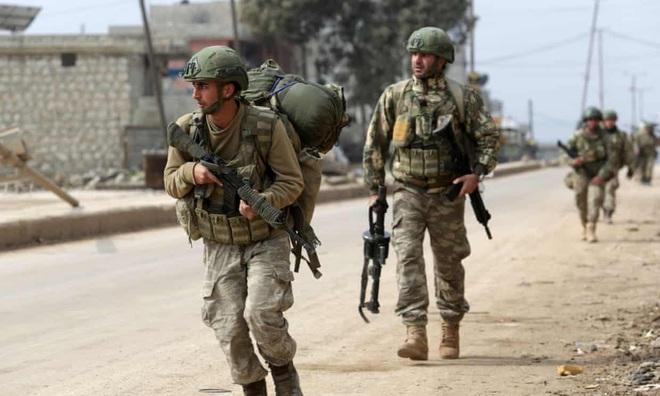 Tướng Nga nổi giận, Mỹ - NATO quay lưng: Thổ Nhĩ Kỳ đang phải trả giá đắt ở Syria! - Ảnh 2.