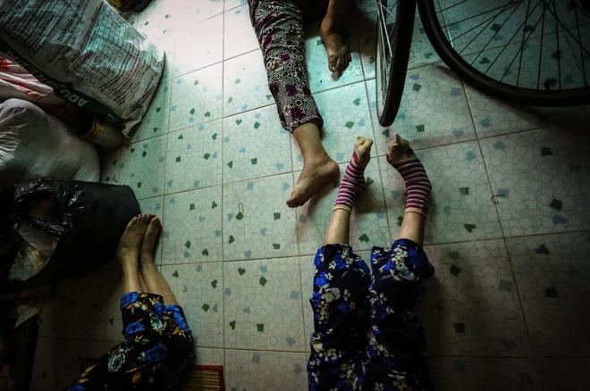 Bô lão vé số mùa Covid-19: Ba má ở Sài Gòn tiền lớn không có, chứ cơm rau người ta cho có thể sống qua ngày - Ảnh 11.