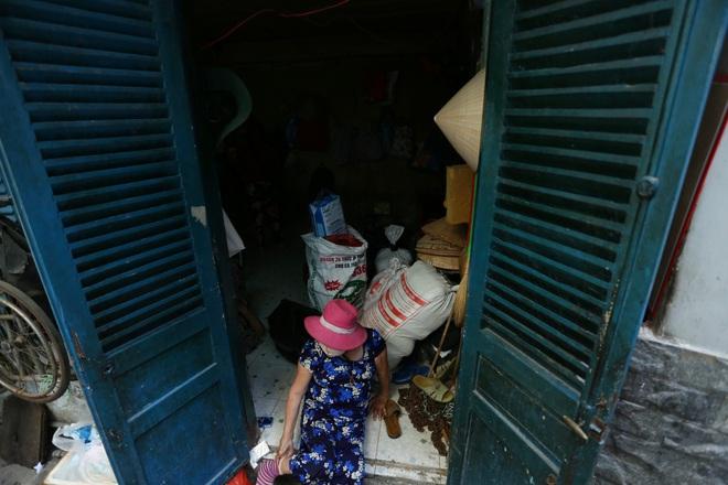 Bô lão vé số mùa Covid-19: Ba má ở Sài Gòn tiền lớn không có, chứ cơm rau người ta cho có thể sống qua ngày - Ảnh 13.