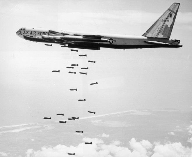 Vì sao sau hơn nửa thế kỷ, pháo đài bay B-52 vẫn chưa ngừng cất cánh? - Ảnh 2.