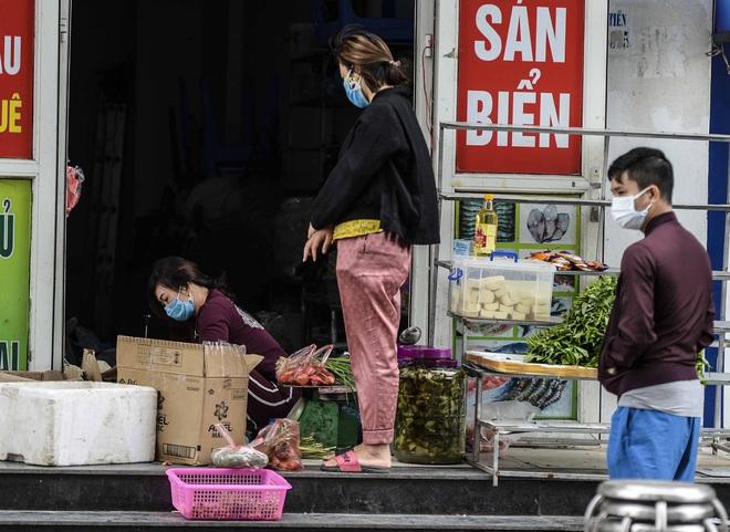 [Ảnh] Tiếp tế 350kg rau cho khu chung cư gần 1000 dân bị cách ly do có người mắc Covid-19 - Ảnh 12.