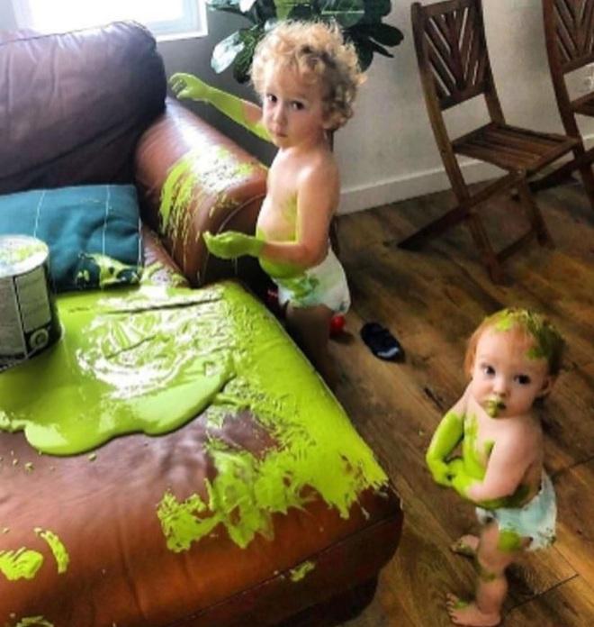 Những cảnh tượng cười ra nước mắt của phụ huynh thời ở nhà trông con, chống dịch Covid-19 - Ảnh 4.