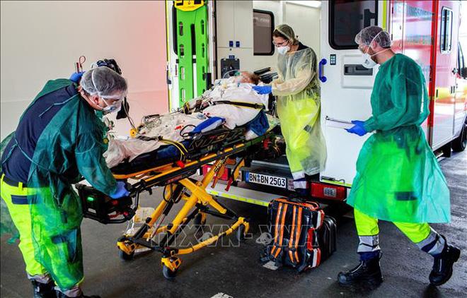Pháp ghi nhận 3.024 ca tử vong do dịch COVID-19, chưa kể các ca ở trại dưỡng lão - Ảnh 2.