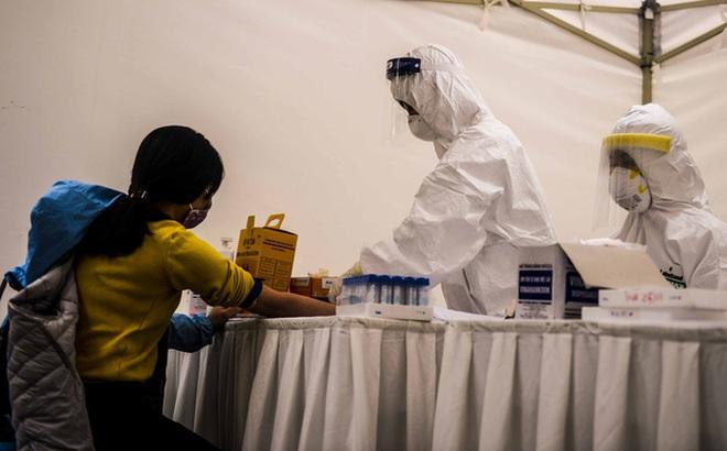 Hà Nội: Sau va tự ngã trên đường một du khách vào bệnh viện chữa trị và được phát hiện dương tính lần 1 với SARS-CoV-2