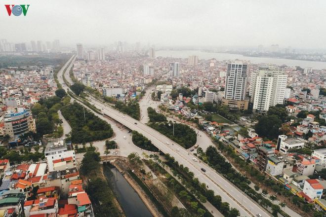 Ngắm nhìn đường phố Hà Nội từ trên cao trước ngày cách ly xã hội - Ảnh 1.
