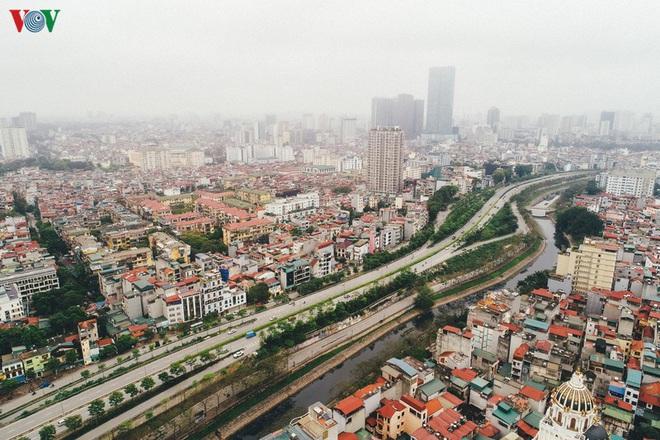Ngắm nhìn đường phố Hà Nội từ trên cao trước ngày cách ly xã hội - Ảnh 2.