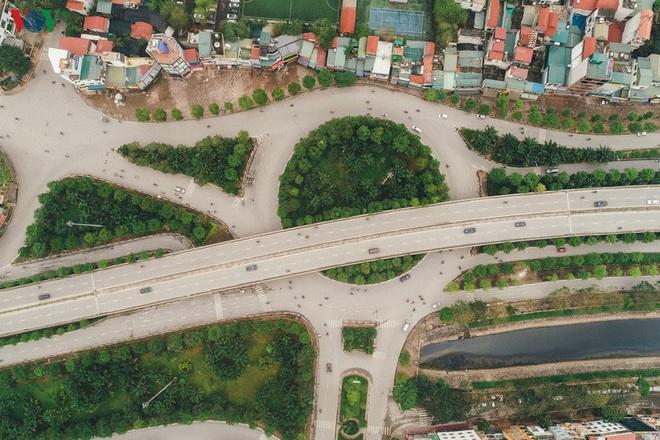 Ngắm nhìn đường phố Hà Nội từ trên cao trước ngày cách ly xã hội - Ảnh 3.