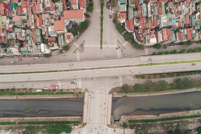 Ngắm nhìn đường phố Hà Nội từ trên cao trước ngày cách ly xã hội - Ảnh 6.