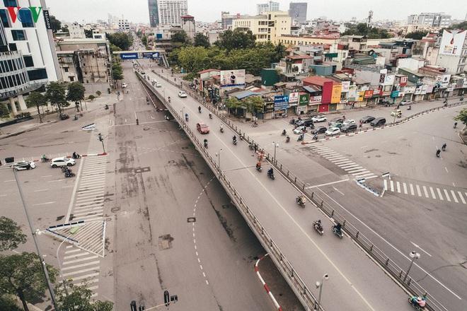 Ngắm nhìn đường phố Hà Nội từ trên cao trước ngày cách ly xã hội - Ảnh 10.