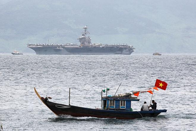 24h qua ảnh: Tàu sân bay của Hải quân Mỹ thăm Việt Nam - Ảnh 3.