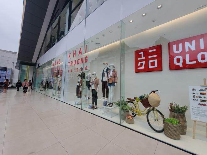 Bên trong cửa hàng Uniqlo đầu tiên ở Hà Nội: Nhiều mẫu sản phẩm mới có giá bình dân - Ảnh 1.