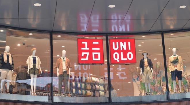 Bên trong cửa hàng Uniqlo đầu tiên ở Hà Nội: Nhiều mẫu sản phẩm mới có giá bình dân - Ảnh 2.