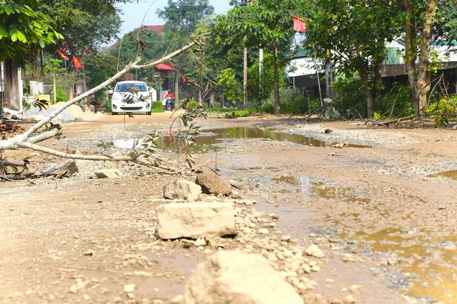 Chằng chịt ổ voi, ổ gà trên con đường đau khổ ở huyện nông thôn mới - Ảnh 12.