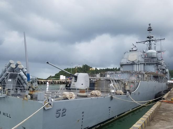 ẢNH: Cận cảnh tàu tuần dương khổng lồ của Hải quân Mỹ vừa cập cảng Đà Nẵng - Ảnh 4.