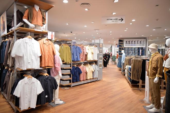 Bên trong cửa hàng Uniqlo đầu tiên ở Hà Nội: Nhiều mẫu sản phẩm mới có giá bình dân - Ảnh 5.