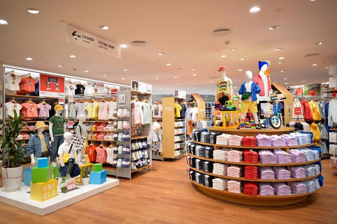 Bên trong cửa hàng Uniqlo đầu tiên ở Hà Nội: Nhiều mẫu sản phẩm mới có giá bình dân - Ảnh 9.