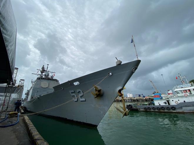 ẢNH: Cận cảnh tàu tuần dương khổng lồ của Hải quân Mỹ vừa cập cảng Đà Nẵng - Ảnh 3.