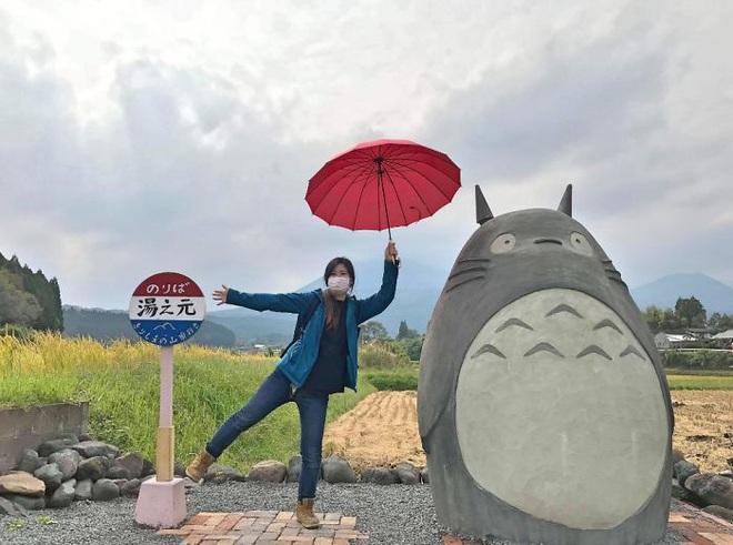 Mê phim hoạt hình Totoro, đôi vợ chồng già cặm cụi làm trạm xe bus độc nhất vô nhị, khách thi nhau tìm đến chụp ảnh - Ảnh 14.