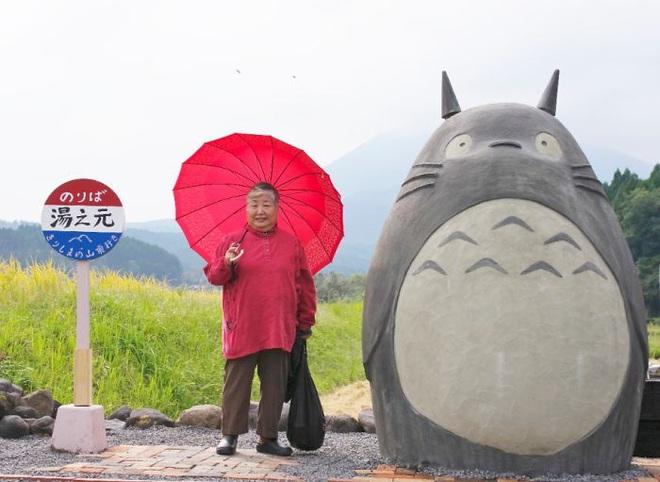 Mê phim hoạt hình Totoro, đôi vợ chồng già cặm cụi làm trạm xe bus độc nhất vô nhị, khách thi nhau tìm đến chụp ảnh - Ảnh 17.