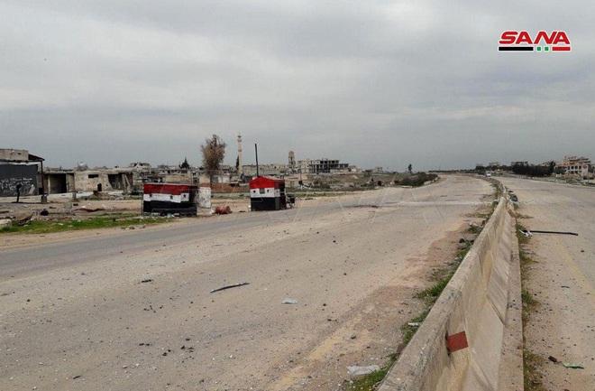 Thỏa thuận ngừng bắn chưa ráo mực, đầu não Không quân Nga ở Syria lại bị tấn công - Ảnh 8.