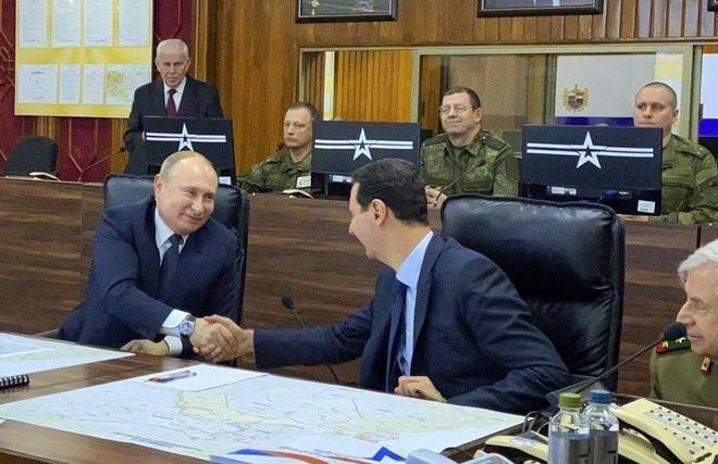 Thỏa thuận ngừng bắn chưa ráo mực, đầu não Không quân Nga ở Syria lại bị tấn công - Ảnh 1.