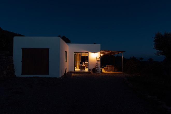 Căn nhà cấp 4 tạo ấn tượng đặc biệt nhờ kết hợp giữa kiến trúc hiện đại với thiên nhiên hoang sơ - Ảnh 6.