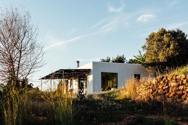 Căn nhà cấp 4 tạo ấn tượng đặc biệt nhờ kết hợp giữa kiến trúc hiện đại với thiên nhiên hoang sơ - Ảnh 12.
