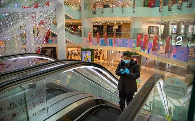 [VIDEO] Trung tâm thương mại TQ mùa dịch COVID-19: Ra vào phải đăng ký, đông nhất là... shipper