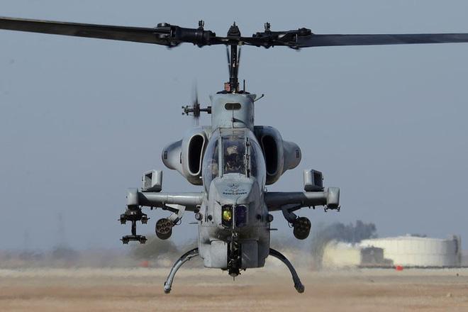 [ẢNH] Thổ Nhĩ Kỳ cho rắn hổ mang AH-1W vào tìm diệt xe tăng T-90 Syria? - Ảnh 1.