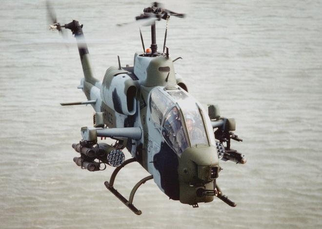 [ẢNH] Thổ Nhĩ Kỳ cho rắn hổ mang AH-1W vào tìm diệt xe tăng T-90 Syria? - Ảnh 2.
