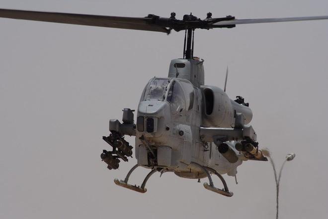 [ẢNH] Thổ Nhĩ Kỳ cho rắn hổ mang AH-1W vào tìm diệt xe tăng T-90 Syria? - Ảnh 3.