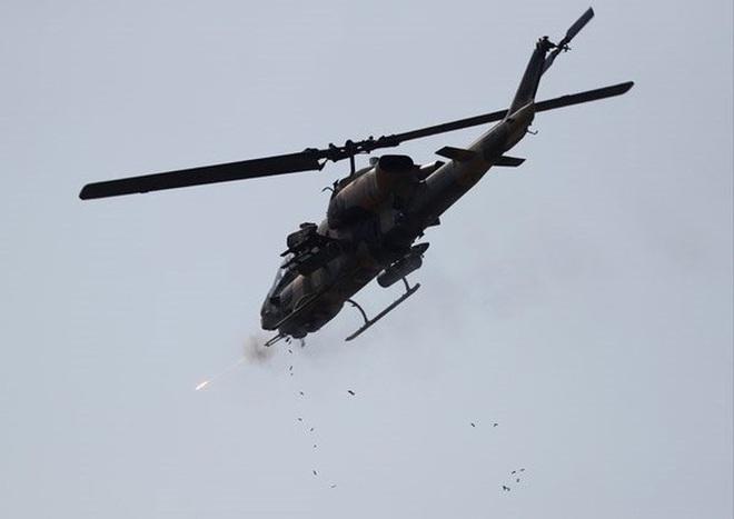 [ẢNH] Thổ Nhĩ Kỳ cho rắn hổ mang AH-1W vào tìm diệt xe tăng T-90 Syria? - Ảnh 6.