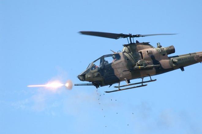[ẢNH] Thổ Nhĩ Kỳ cho rắn hổ mang AH-1W vào tìm diệt xe tăng T-90 Syria? - Ảnh 7.