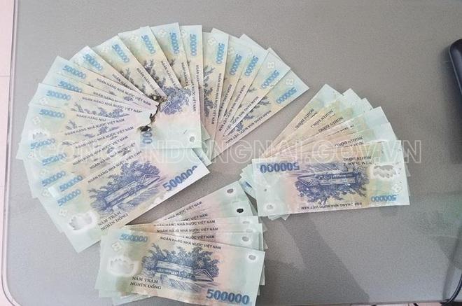 Bắt giữ hai thiếu niên trong đường dây tàng trữ lưu hành mua bán tiền giả - Ảnh 1.