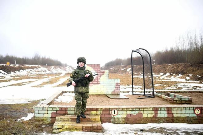 Ngỡ ngàng trước vẻ đẹp của các nữ quân nhân Nga - Ảnh 5.