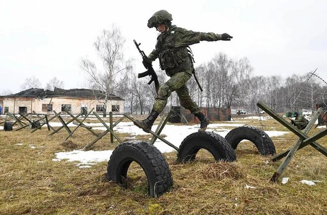 Ngỡ ngàng trước vẻ đẹp của các nữ quân nhân Nga - Ảnh 12.