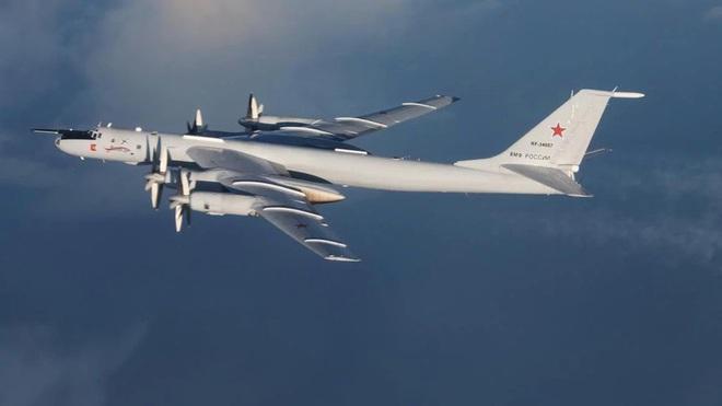 Biên đội máy bay chiến đấu Nga rút lui sau khi bị F-35 áp sát - Ảnh 11.