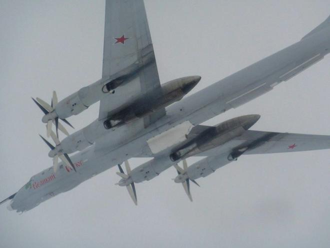 Biên đội máy bay chiến đấu Nga rút lui sau khi bị F-35 áp sát - Ảnh 13.