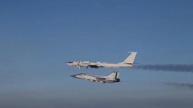 Biên đội máy bay chiến đấu Nga rút lui sau khi bị F-35 áp sát - Ảnh 14.