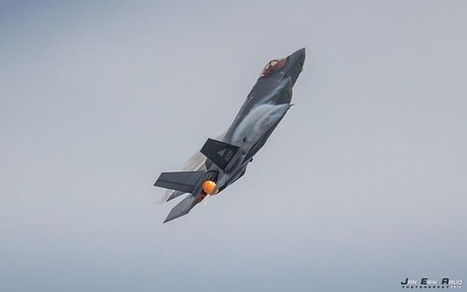 Biên đội máy bay chiến đấu Nga rút lui sau khi bị F-35 áp sát - Ảnh 10.