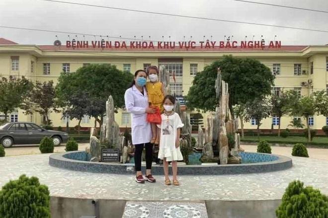 2 em nhỏ đập lợn tiết kiệm, các cụ già mang rau, gạo ủng hộ phòng dịch Covid-19 ở Nghệ An, Hà Tĩnh - Ảnh 2.
