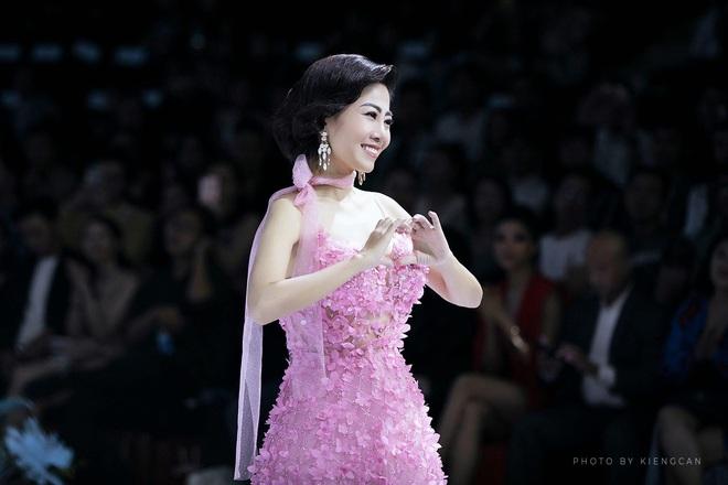 Bán đấu giá chiếc váy Mai Phương từng mặc để quyên góp tiền cho bé Lavie - Ảnh 1.