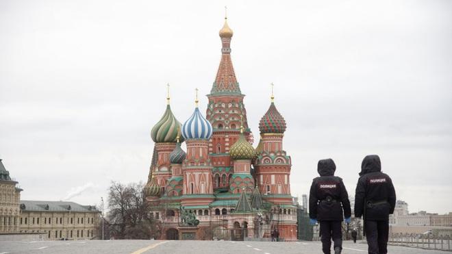 Ông Trump cảnh báo Mỹ bước vào 2 tuần đau thương; Nga trao cho chính phủ quyền áp đặt tình trạng khẩn cấp - Ảnh 1.
